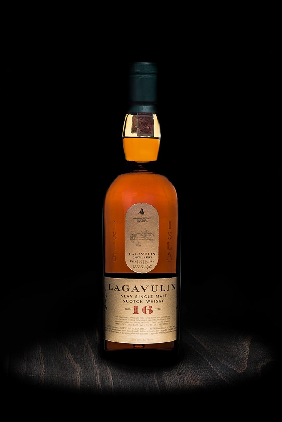 Lagavulin 16 years whiskey